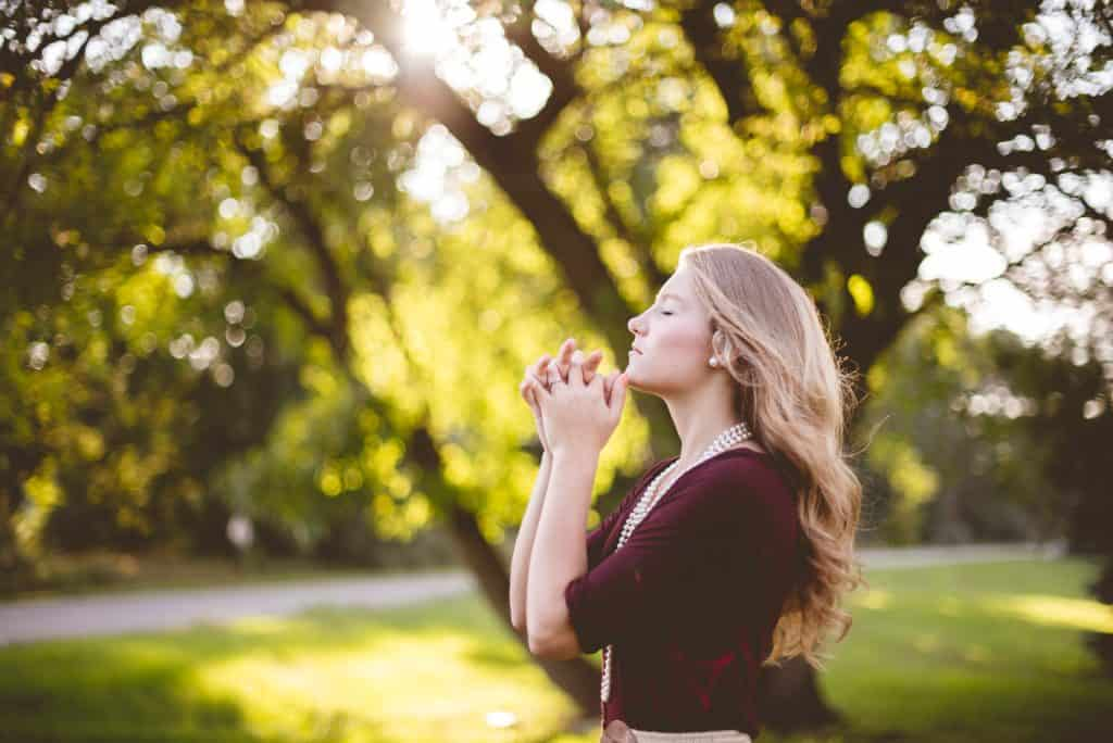 girl praying-what to do when you just want to give up